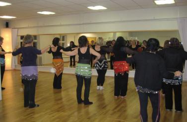 Magedanskurs i dansesalen på Orient Dansesenter