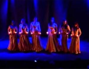 Magedans gruppekoreografi m/lys