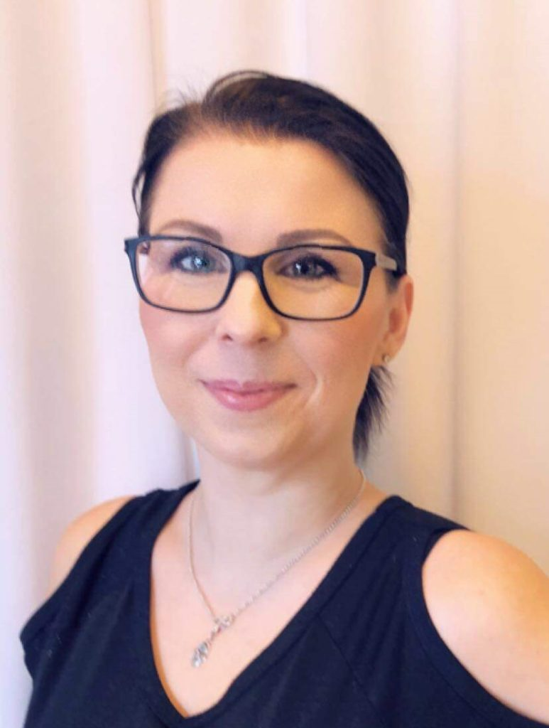 Portrettbilde av makeupartist Cecilie Ålråk Holm, som skal holde kurset.