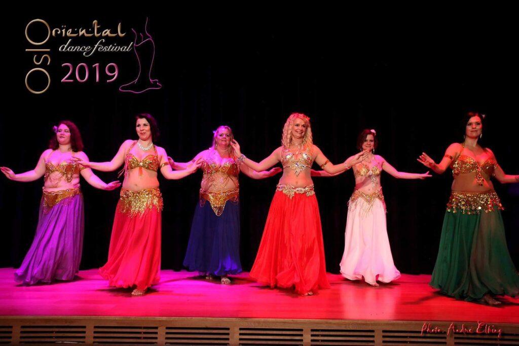 Elevgruppa Hips of Orient danser på Oslo Oriental Dance Festival 2019t